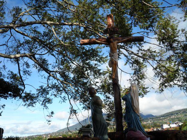 Yesus wafat di kayu salib.