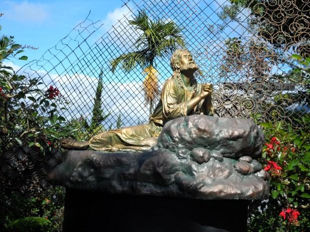 terletak di depan pintu masuk dan bersebelahan dengan Goa Maria kecil
