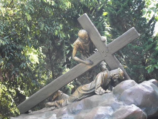 Yesus jatuh untuk yang kedua kalinya.