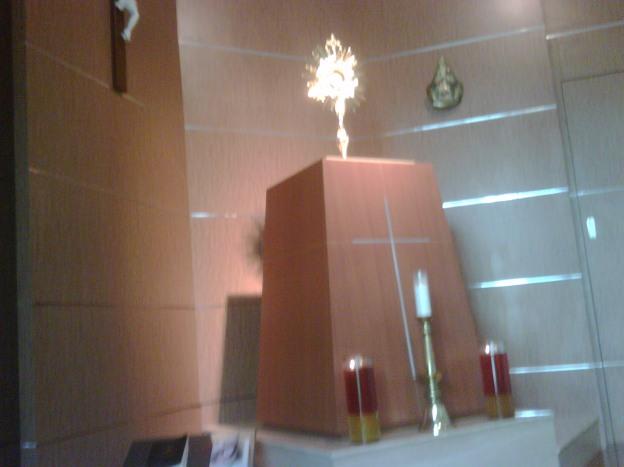 Ruang ADORASI Gereja Santo Andreas (penataan HOSTI KUDUS)